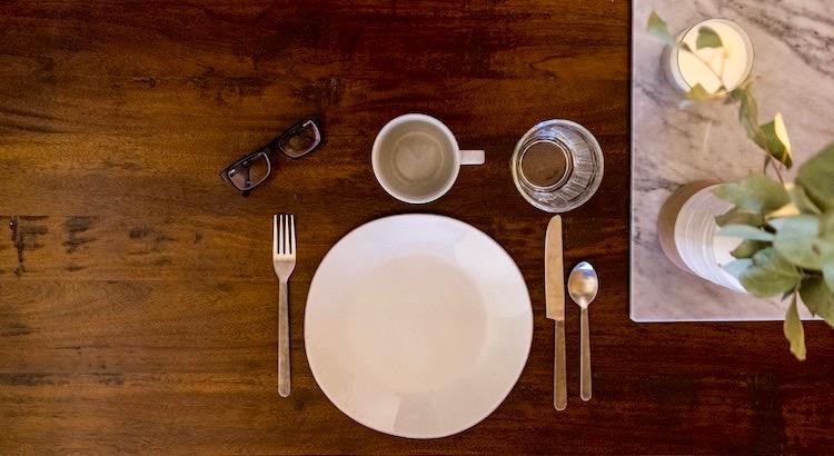 Je älter ich werde, desto klarer wird mir, dass ich keine Kraft mehr für Dramen, Konflikte und Stress habe. Alles, was ich brauche, ist ein Zuhause, in dem ich willkommen bin, Essen auf dem Tisch und Menschen, in deren Gesellschaft ich glücklich bin. - Unbekannt