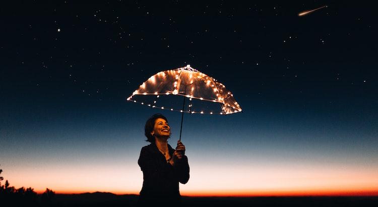 Die schönsten Momente im Leben sind die, die dir beim Nachdenken ein Lächeln schenken. - Unbekannt