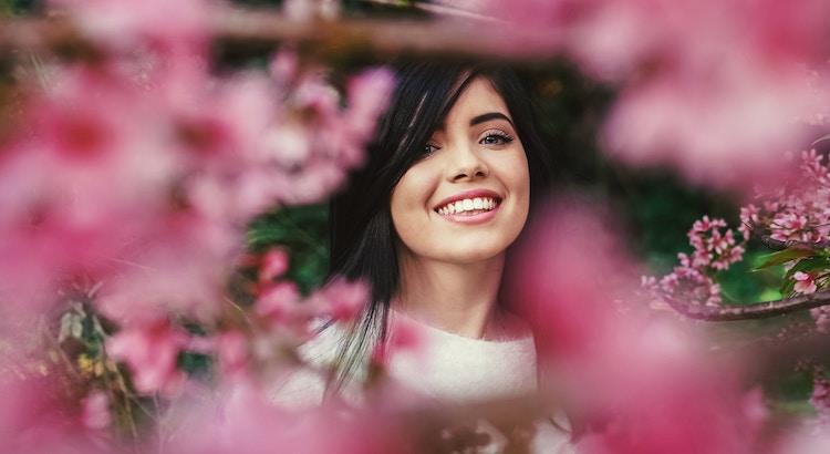 Lachen und Lächeln sind Tor und Pforte, durch die viel Gutes in den Menschen hineinhuschen kann. - Christian Morgenstern