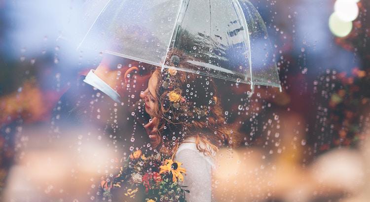 Liebe bedeutet auch Sicherheit. Sich nicht nur fallen zu lassen, sondern auch aufgefangen zu werden. - Esragül Schönast