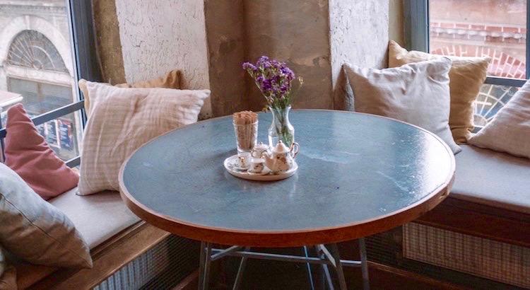 Und dann muss man ja auch noch Zeit haben, einfach dazusitzen und vor sich hin zu schauen. - Astrid Lindgren