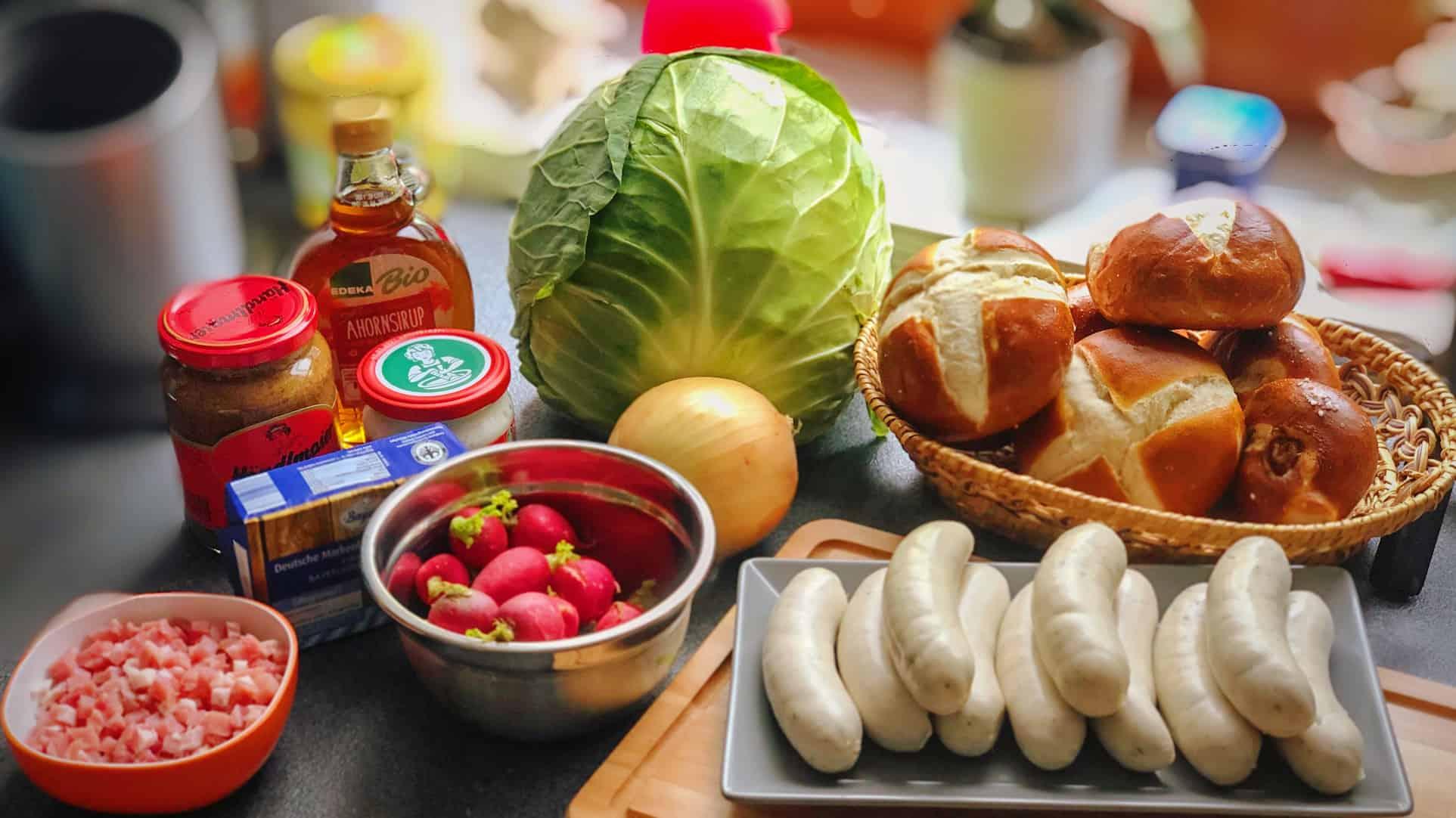 Die Zutaten für den Weisswurstburger mit bayrisch Kraut