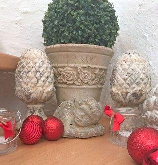 Weihnachten auch im treppenhaus weiss schwarz for Dekoideen nach weihnachten