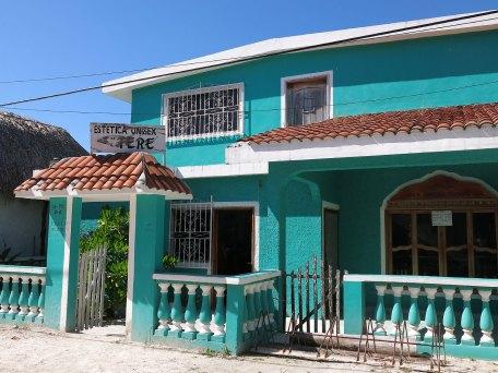 Dieses Haus kann man mieten, 2min vom strand für 6000Pesos im Monat. Es geht schlimmer.