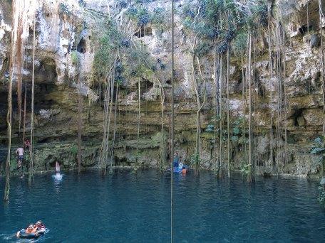 Die Cenote San Laurenzo Oxman
