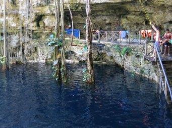 Eine Cenote mit einem bisschen mehr Action: Rope-Swing
