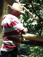 Don Cune mit seiner selbstgebauten Saftpresse