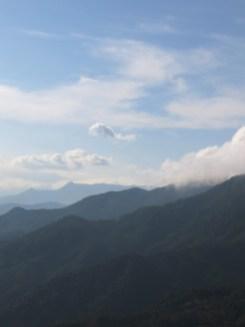 ... mit tollem Ausblick über die Berge.