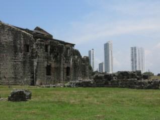 Schöner Kontrast zwischen ältestem und jüngstem Teil Panama Citys