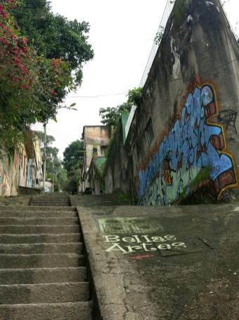 Die Stufen zur Unterkunft
