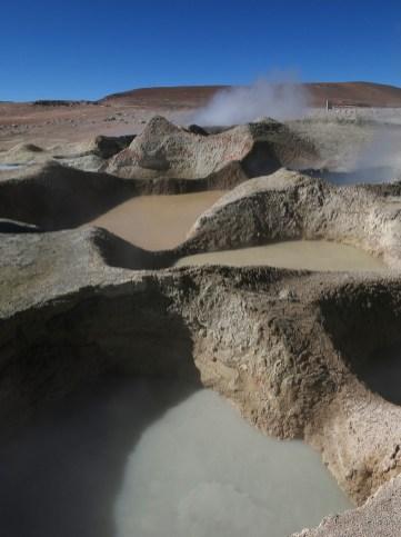 Jedes der Geysir-Becken weist eine andere Färbung auf