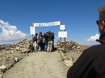 Hier verdient jedes Dorf mit, der Wegezoll liegt zwischen 5 und 10 Bolivianos