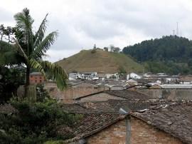 Von dem Hügel im Hintergrund genießen wir später noch die tolle Aussicht auf Popayan