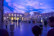 """Eine ganz """"normale"""" Einkaufsstraße in Las Vegas; in einem Hotel!"""
