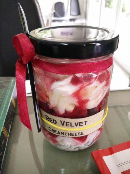 Red velvet cream cheese หอมด้วยครีมรสชาติหวานอมเปรี้ยว