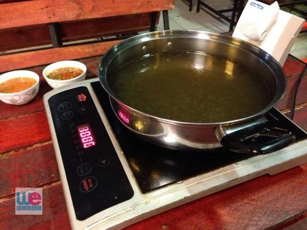 ซุปหลักของชาบูอินดี้เป็นซุปใส