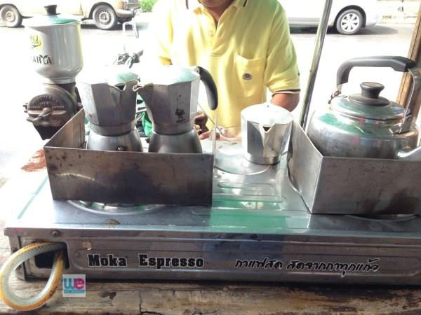 หม้อ Moka Pot ซึ่งเป็นวิธีชงของร้าน