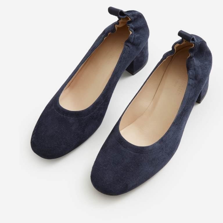 Everlane day heel, as seen from above. It has a rounded toe and elastic back.