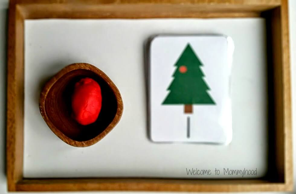 Free Printable Christmas Tree Ornament Counters! Learn more on the blog!