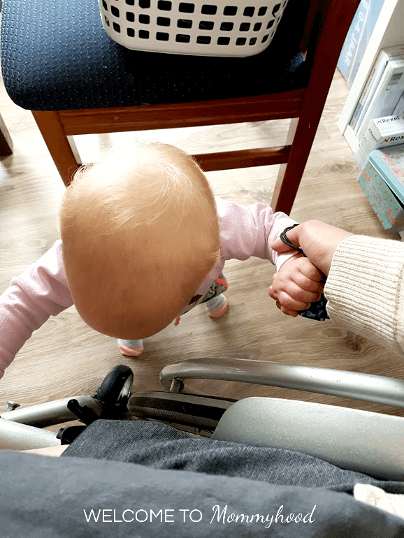 Montessori Baby Activities: Pull Up Bar #MontessoriActivities #babyactivities