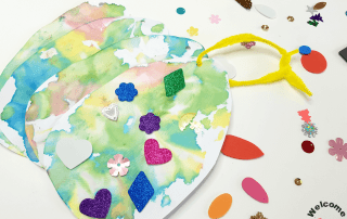 Your kids will love using shaving foam or whipped cream to create beautiful Easter Egg Art with this technique! Create a beautiful Easter Egg Craft with your kids!