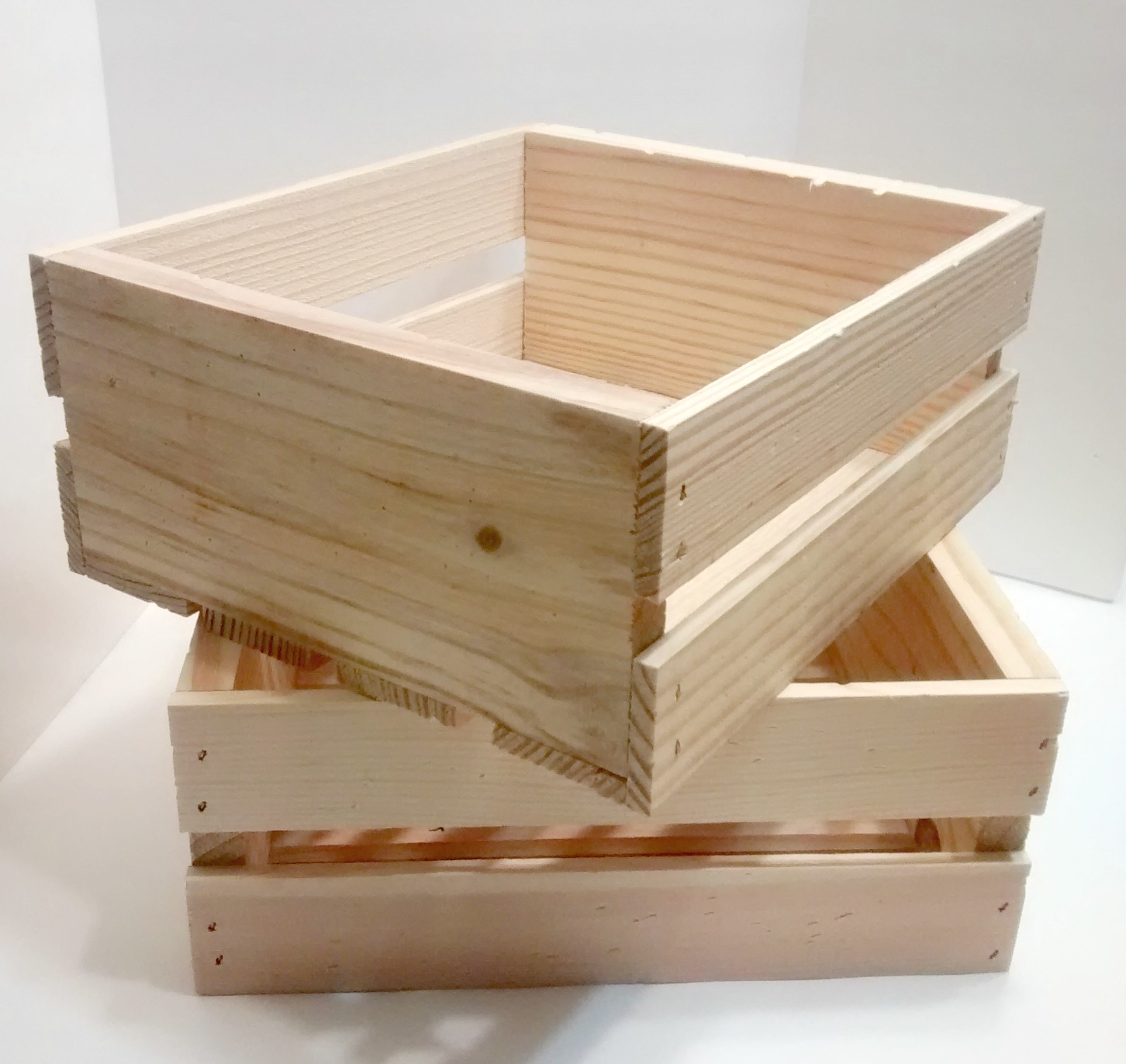 Diy vintage wooden crate welcome to the zoo for Timber crates