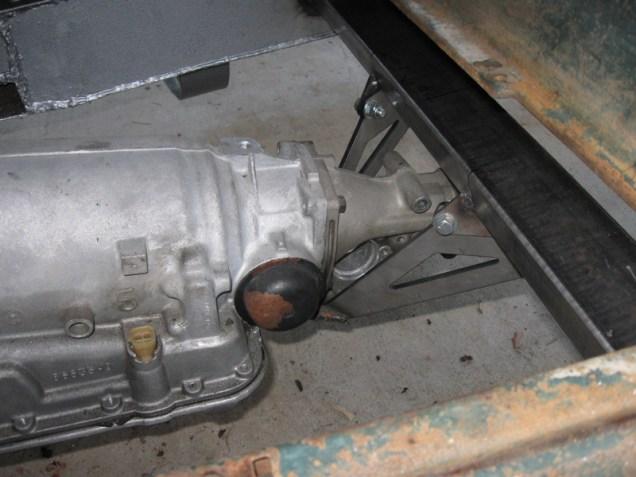 700R4 transmission mount installed