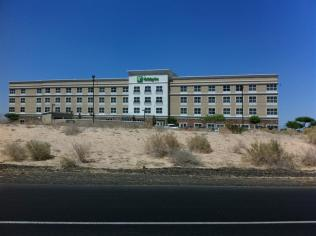 Left Jim's shop and headed toward California on I-8 West. Passed the Holiday Inn where we'd spent last night. Temperature: 109 F
