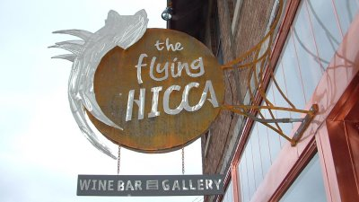 sign-flying-hicca
