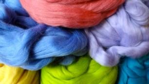 Gekleurde lontwol