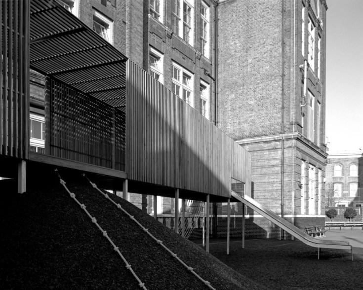 chisenhale-primary-school-playground-asif-khan-architecture-east-london-uk-helene-binet_dezeen_936_8