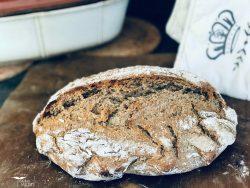 Brot selber backen mit Hefe im Römertopf