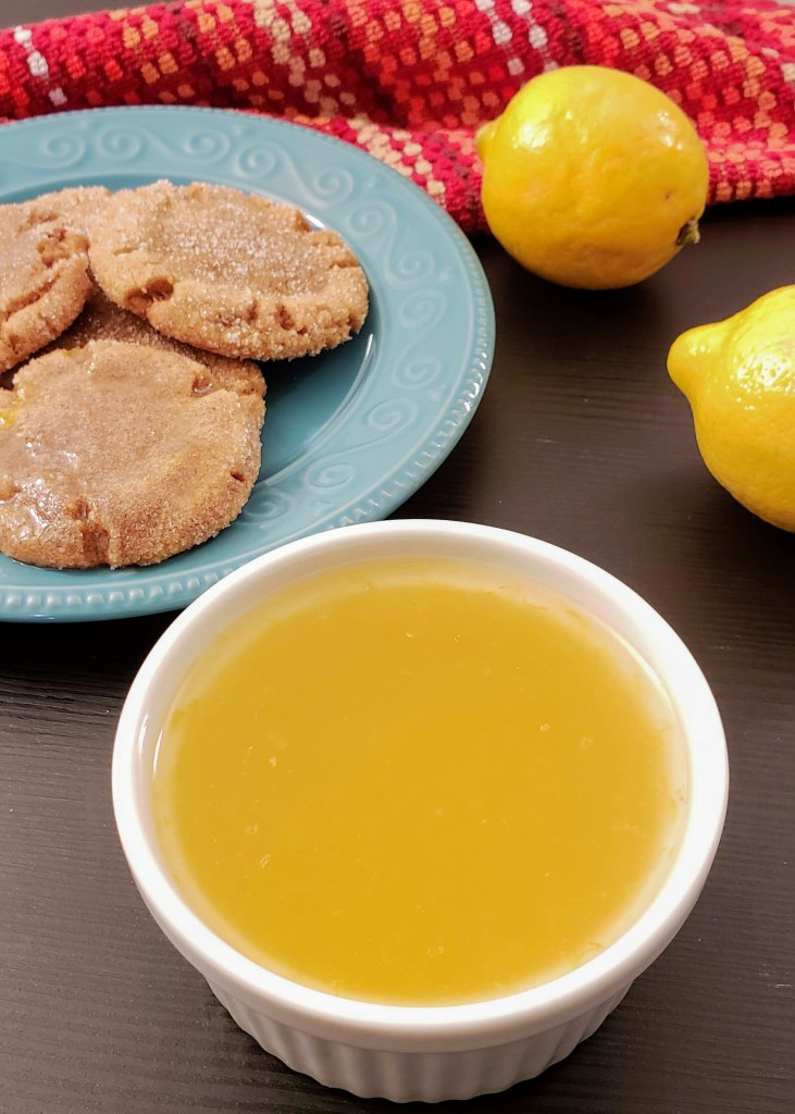 Lemon sauce and cookies