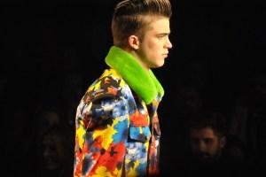 Man Whispers Milan Mens Fashion Week Versace Autumn-Winter 2012 Runway Show_0570
