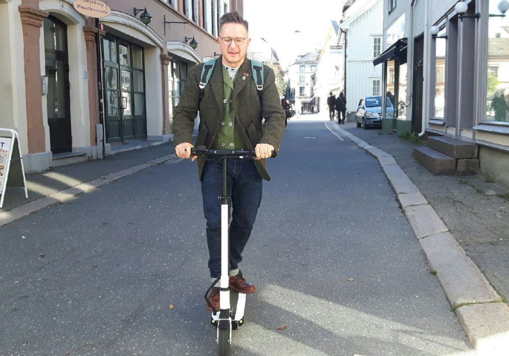 No limo for top bloggers today, only scary electric scooters!
