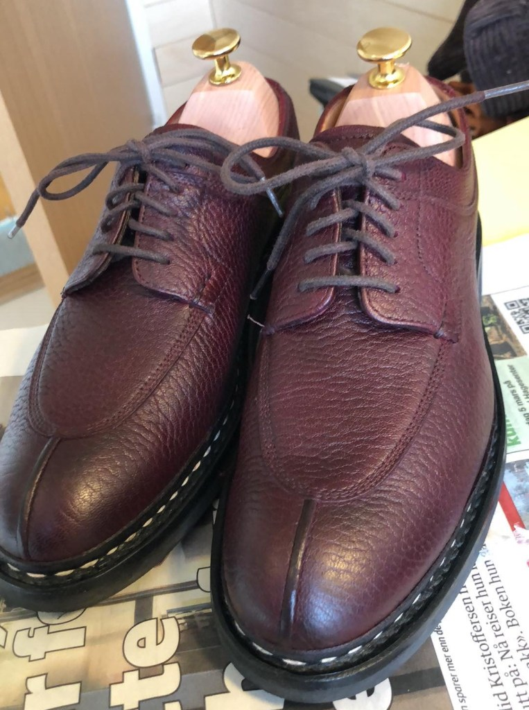 The final result, after 4 rounds of Saphir dye and and an application of burgundy wax. Good looking Heschungs!