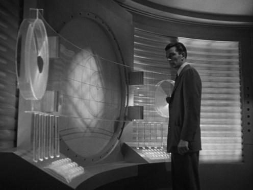 Due scene all'interno dell'astronave.