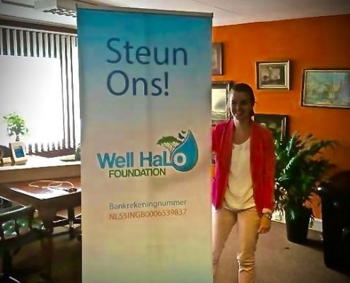 Mirjam Drost showt WellHaLo banner