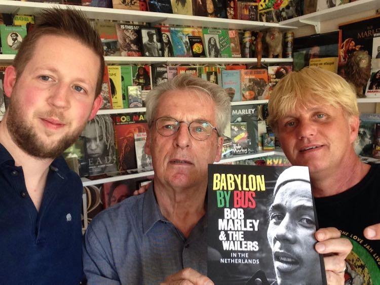 De verantwoordelijken voor het unike fotoboek Babylon By Bus