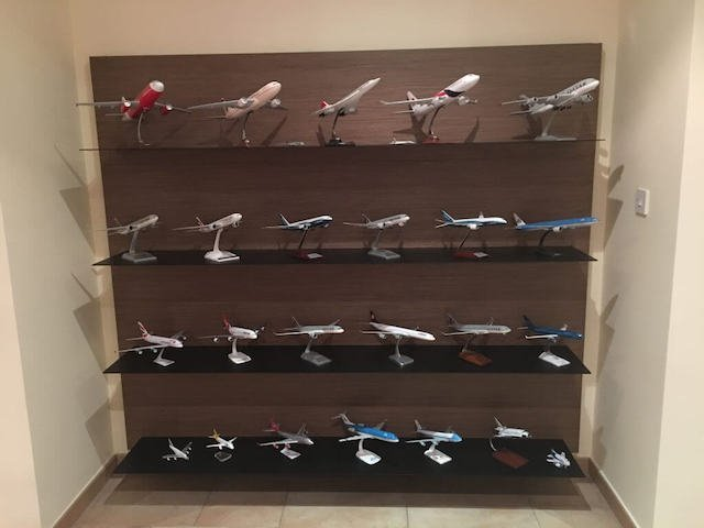 model airplanes travel souvenir collection