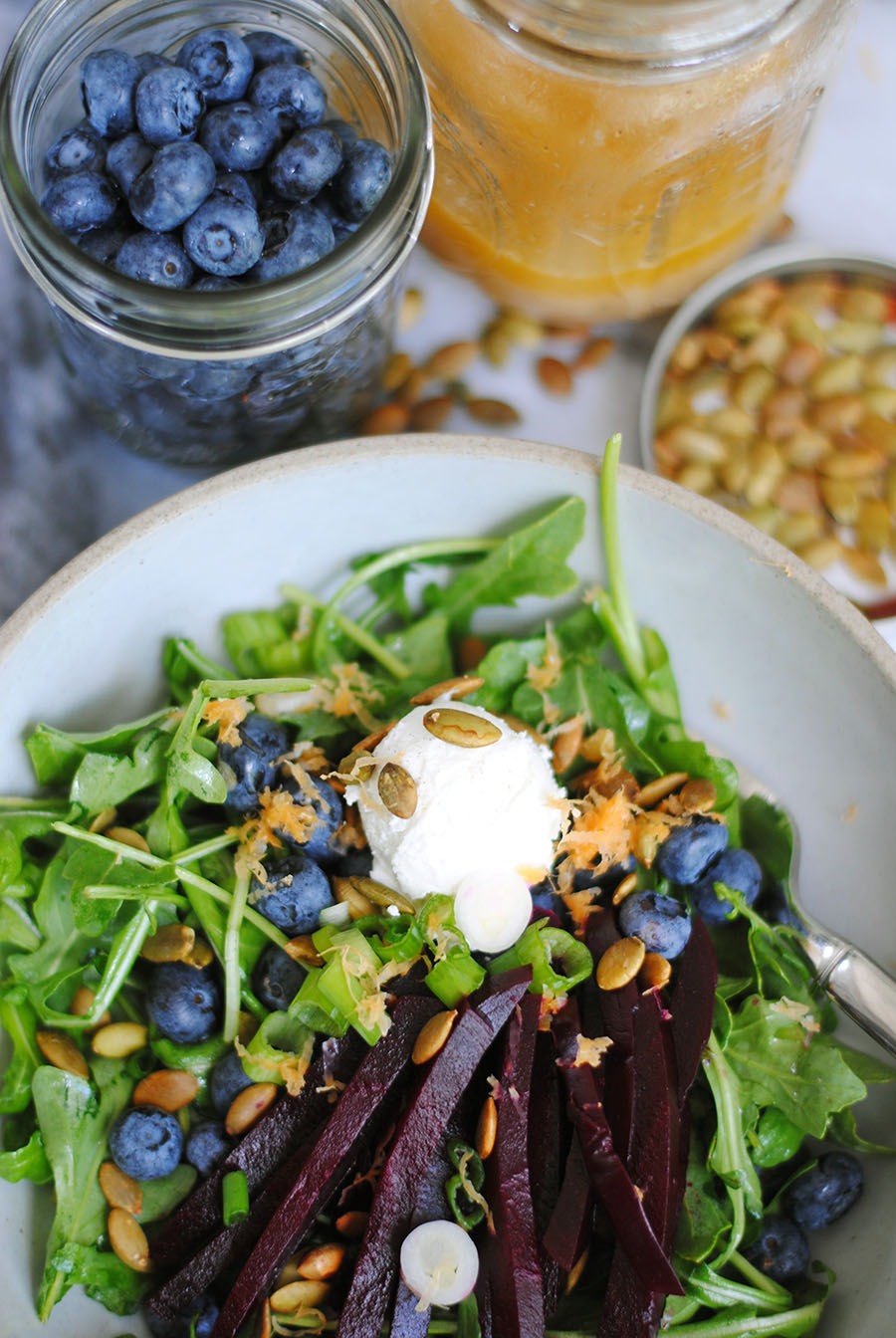 arugula with roasted red beets, blueberries, and citrus dressing | shemadeitshemight.com