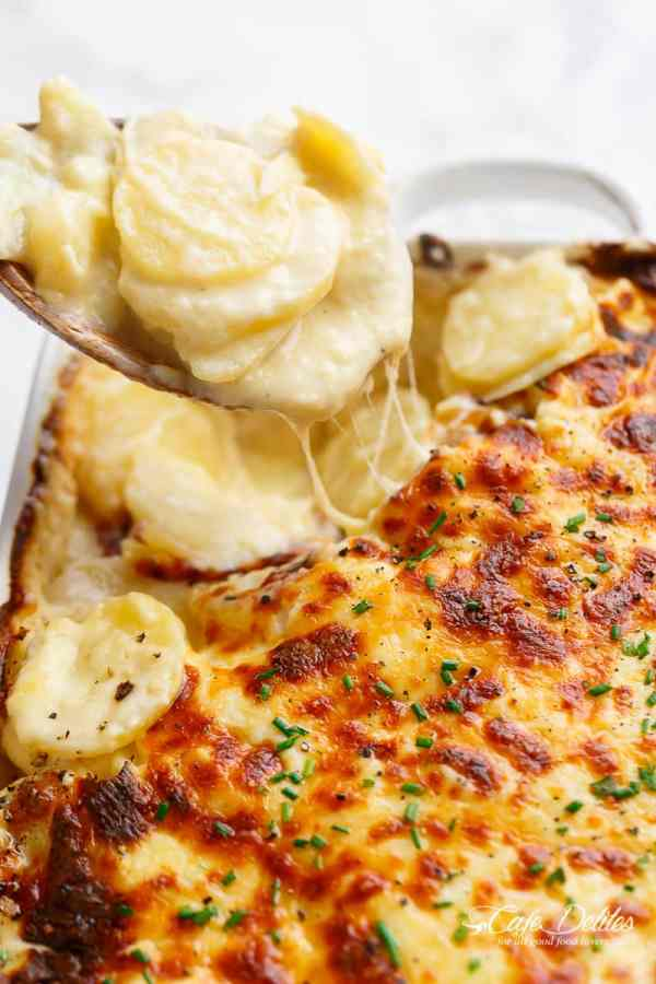 scalloped potatoes cheesy easy Thanksgiving side dishes