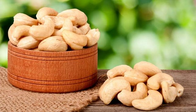 Cashews: Booster for your Brain & Aids Weight Loss