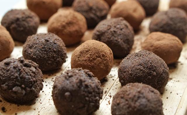 Cocoa Powder Energy Bites/Balls - Protein Ladoo For Weight Loss