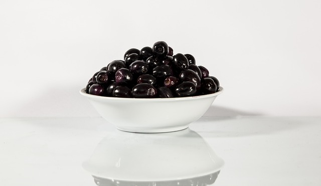 Step by step guide on Indian diet for diabetes: Jamun are very good to control blood sugar
