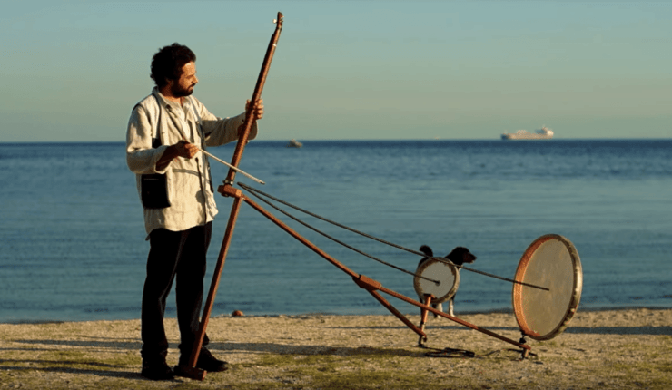 Turkish musician Görkem Şen plays his Yaybahar at the sea 🎼