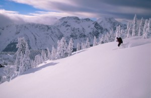 Skiing down to hut
