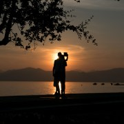 Wellness Momente im Sonnenuntergang am Gardasee. Selfie gefällig? Sundowner mit Seenliebe in Italien
