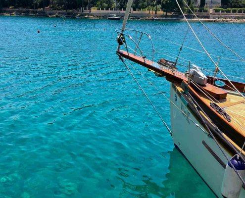 Kroatien Losinj Urlaub Alhambra Wellnesshotel Genussreisetipps. Boutique Hotel Alhambra- Segeln über die Cikat Bucht
