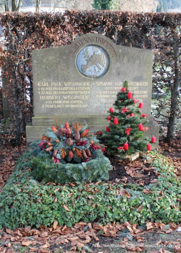 I ran across the town cemetery while out walking. Most of the graves were decorated for Christmas. I thought that was so sweet.